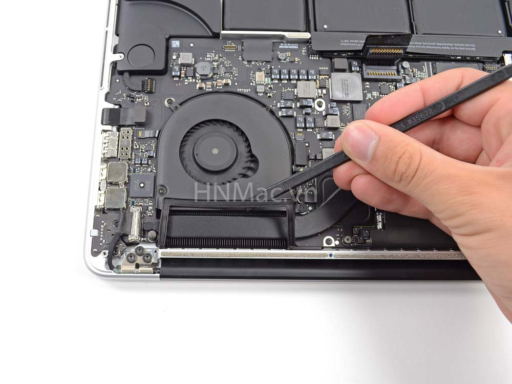 thay-pin-macbook-pro-2014-24